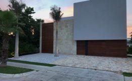 Casa-en-venta-puerto-cancun-de-lujo-luxury-home-house-for-sale-entrance